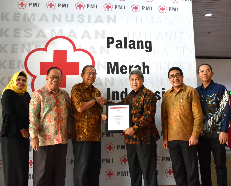 Krama Yudha Mitsubishi Group Serahkan Lima Unit Mitsubishi Fuso Sebagai Truk Operasional Multifungsi Untuk Korban Bencana Alam di Sulawesi Tengah