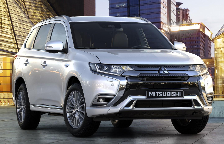 SUV PLUG-IN HYBRID PERTAMA MITSUBISHI OUTLANDER PHEV TERJUAL 200 RIBU UNIT