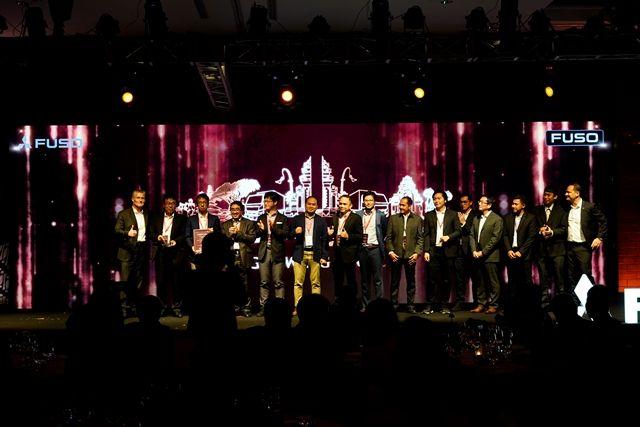 KTB TERIMA PENGHARGAAN 1ST WINNER BEST DISTRIBUTOR AWARD (LARGE SIZE MARKET) DARI DAIMLER TRUCK ASIA