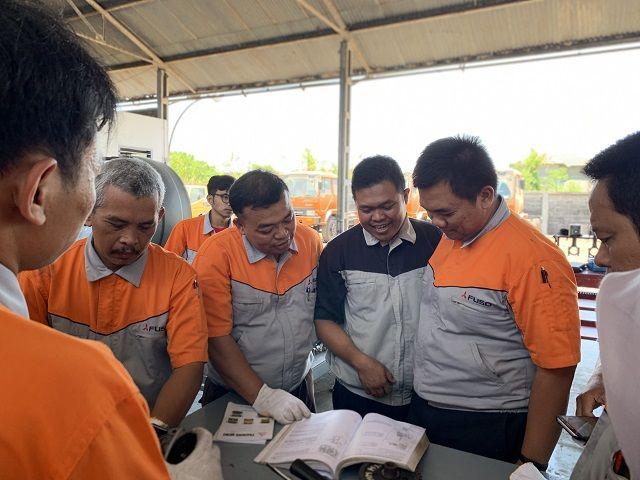 KTB KEMBALI BERIKAN PELATIHAN OTOMOTIF BERSERTIFIKAT BAGI GURU-GURU SMK DALAM FUSO VOCATIONAL EDUCATION PROGRAM 2019