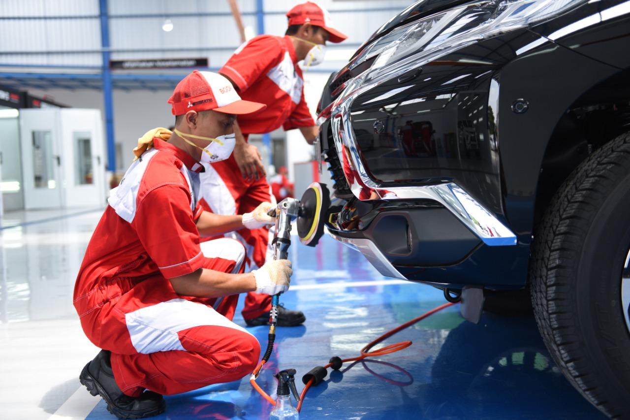 Proses Perbaikan Badan Mobil oleh Mekanik Kami.